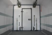 Temp-Rueckhaltesystem-Trennwand quer mit Fluegeltuer